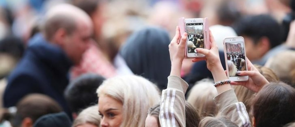 Your Smartphone is Making You Less Social. But Did You Realise How Big the Problem is?